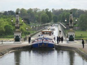The Canal Bridge - Guest rooms Briare